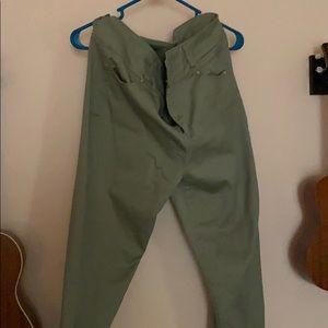 Grey skinny pant.